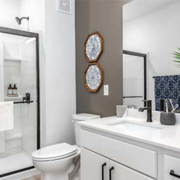 Bathroom in Grant Park Apartments