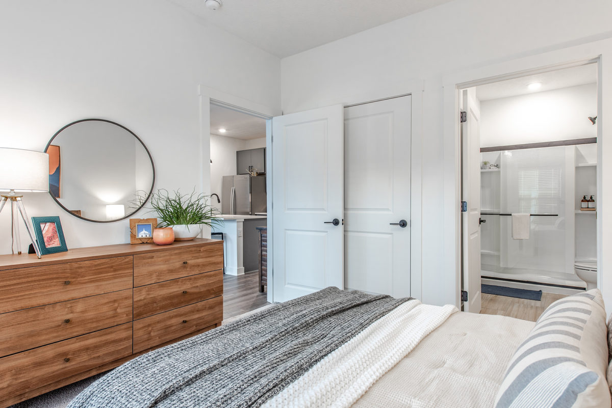 bedroom in one bedroom apartment at Grant Park Apartments